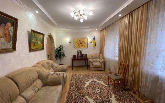 Продаю отличный дом в центре Варваровки. Тихое место