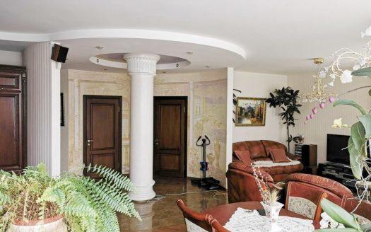 Продам просторную 2 комнатную квартиру на Леваневцев
