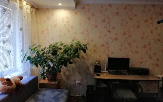 Продается четырехкомнатная квартира по улице Космонавтов, рядом с площадью Победы