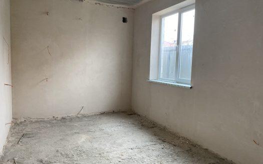 Продается трехкомнатная квартира в двухэтажном доме в центре с гаражом!