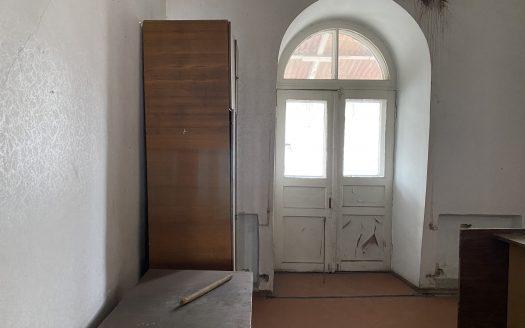 Продается 3 комнатная квартира в центре под ремонт
