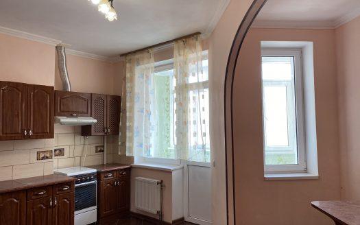 Продается двухкомнатная крупногабаритная квартира за Магелланом!