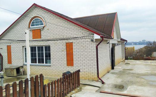Продам дом с участком и гаражем в Варваровке