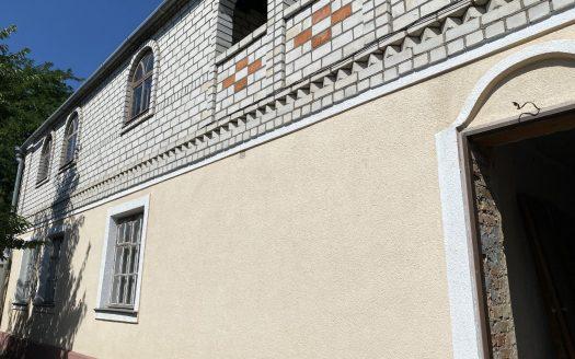 Продается 5 комнатный дом по ул. Кузнецкая с летней кухней и гаражом, фасад