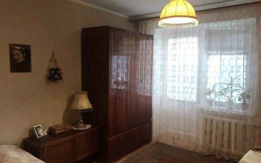 Продается двухкомнатная квартира в Корабельном районе рядом с остановкой